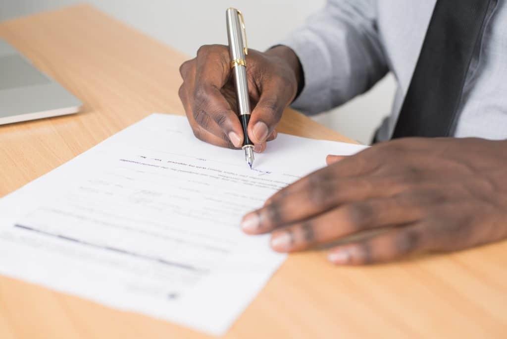 Der Arbeitsvertrag gehört zu den wichtigen Unterlagen